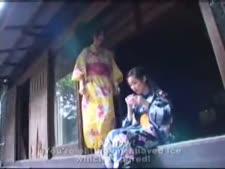 162 ضربة على الردف كيمونو يرتدون الأخوات الصيف