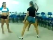 Novinhas safadas dancando funk no colegio